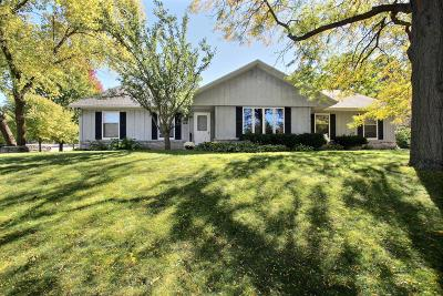 Pewaukee Single Family Home Active Contingent With Offer: 438 Cheshire Ln