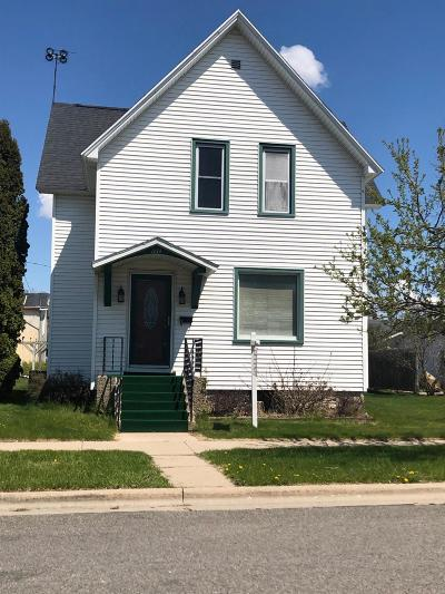 Marinette Single Family Home For Sale: 1614 Sherman St