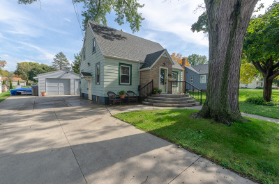 Jefferson County Single Family Home Active Contingent With Offer: 1319 Utah St
