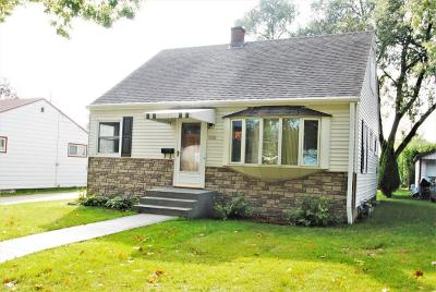 Single Family Home Active Contingent With Offer: 5313 W Tesch Ave