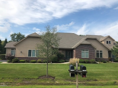 Mequon Condo/Townhouse Active Contingent With Offer: 10725 N Essex Ct