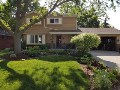 Oak Creek Single Family Home Active Contingent With Offer: 9095 S Annette Pl