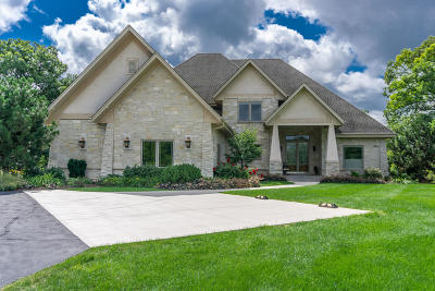 Pewaukee WI Single Family Home Active Contingent With Offer: $1,349,999