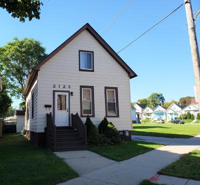Milwaukee Single Family Home Active Contingent With Offer: 2123 W Burnham St