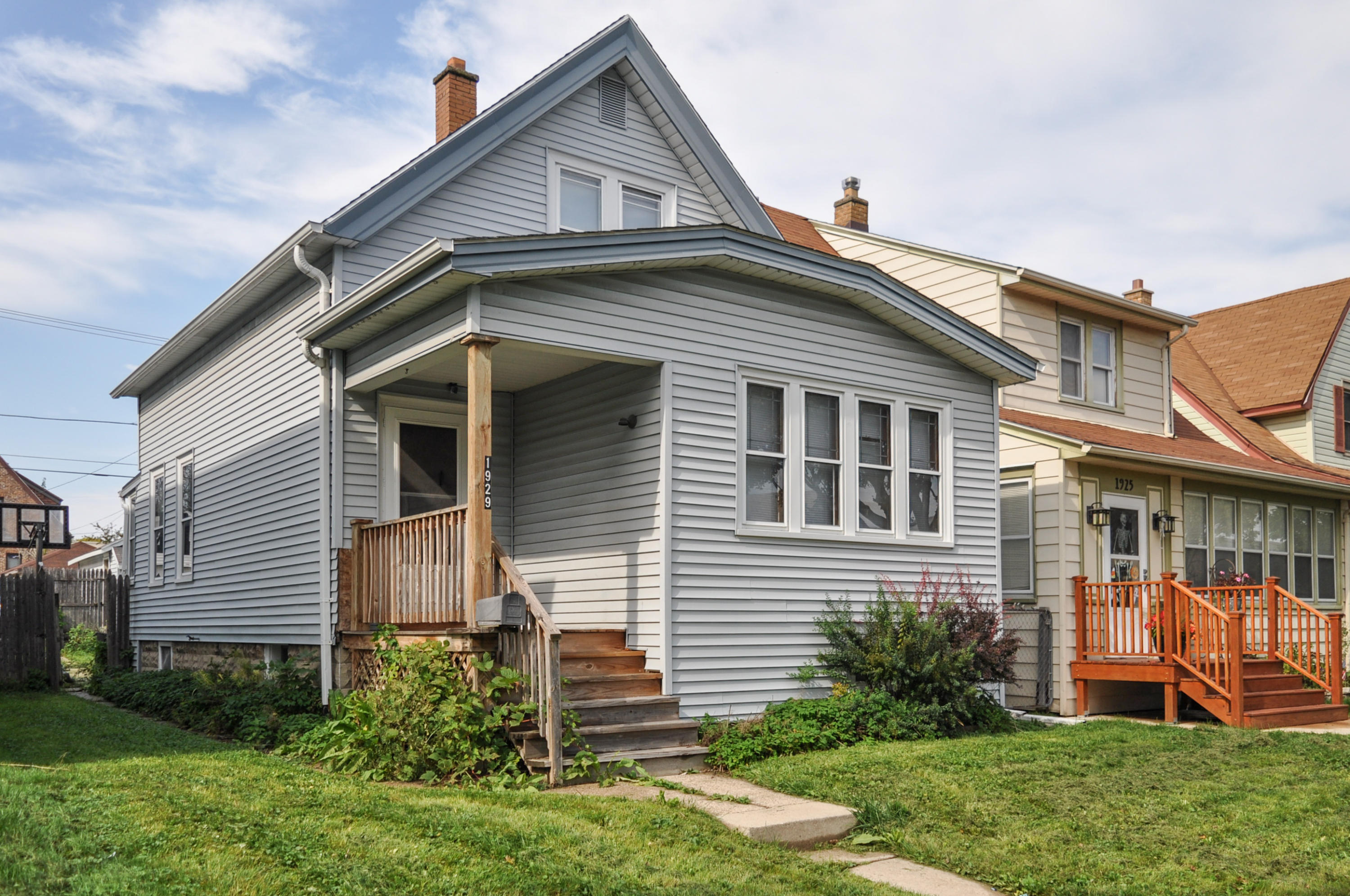 Awesome 1929 S 72Nd St West Allis Wi Mls 1609550 Z Realty Llc Home Interior And Landscaping Palasignezvosmurscom