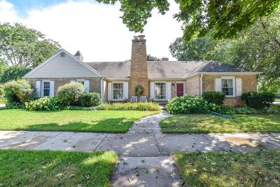 Wauwatosa Single Family Home Active Contingent With Offer: 8525 W Clarke St