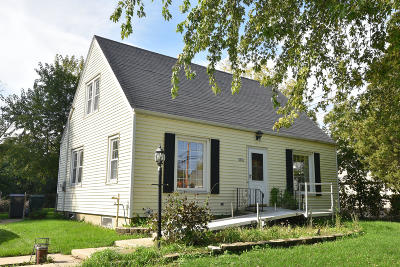 Waukesha County Single Family Home Active Contingent With Offer: 1415 S Rock Pl