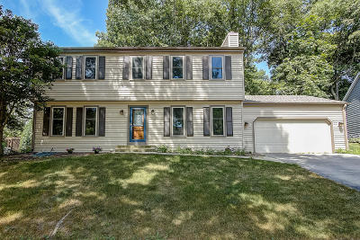 Waukesha WI Single Family Home For Sale: $305,000