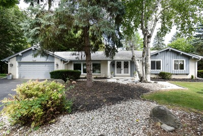 Mequon Single Family Home For Sale: 9746 N Kent Ct
