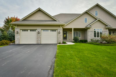 Ozaukee County Condo/Townhouse Active Contingent With Offer: 7248 W Heron Pond Dr