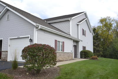 Grafton Condo/Townhouse Active Contingent With Offer: 2074 Pine Ridge Ct #H