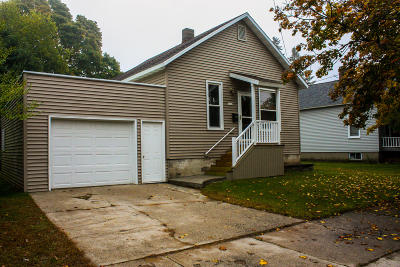 Menominee Single Family Home Active Contingent With Offer: 1312 14th St