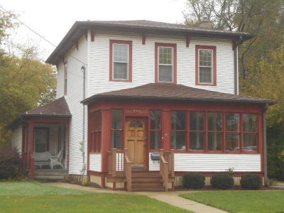 Oconomowoc Single Family Home For Sale: 500 S Silver Lake St
