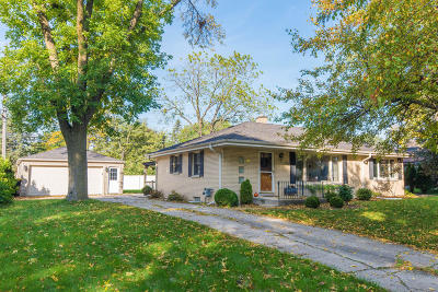 Wauwatosa Single Family Home Active Contingent With Offer: 2137 Crestview Ct
