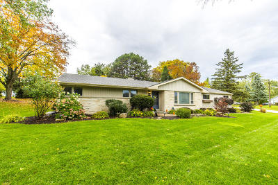 Waukesha County Single Family Home Active Contingent With Offer: 1565 Rolling Meadow Dr