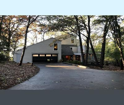 Delafield Single Family Home For Sale: 1805 Sunset View Dr