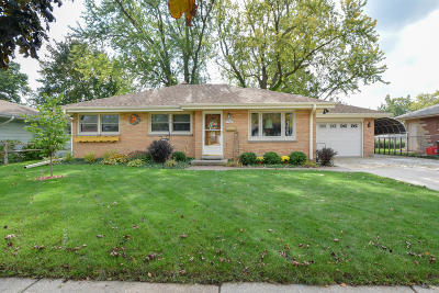 Menomonee Falls Single Family Home Active Contingent With Offer: N85-W17343 Lee Pl