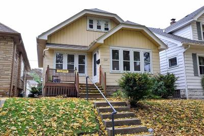 Milwaukee WI Single Family Home For Sale: $250,000