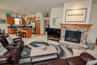 Oconomowoc Condo/Townhouse Active Contingent With Offer: 1780 Regal Ct