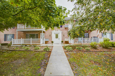 Thiensville  Condo/Townhouse Active Contingent With Offer: 139 Heidel Rd #3