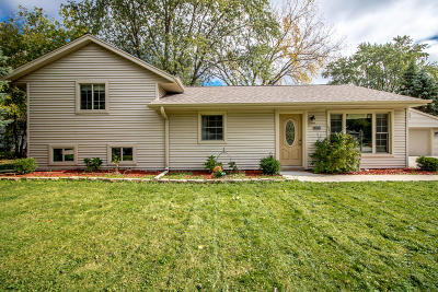 Muskego Single Family Home Active Contingent With Offer: W145s7050 Brentwood Dr