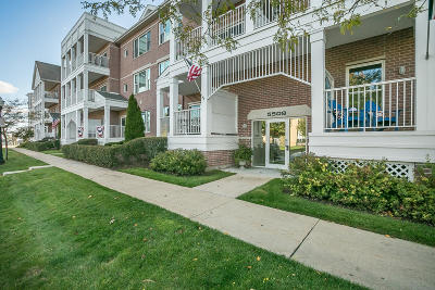 Kenosha Condo/Townhouse Active Contingent With Offer: 5508 2nd Ave #2B