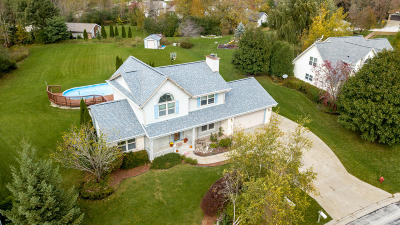 Menomonee Falls Single Family Home Active Contingent With Offer: N54w14514 Thornhill Dr