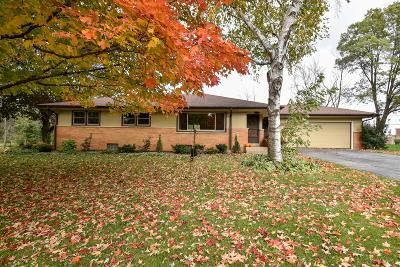 Waukesha County Single Family Home For Sale: 14330 W Sun Valley Dr