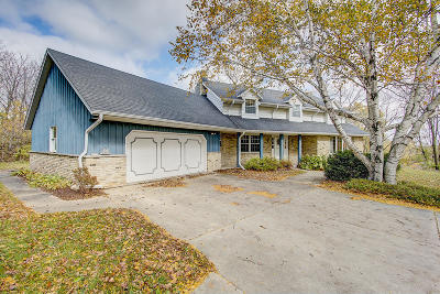 Waukesha County Single Family Home For Sale: S68w20768 Stonecrest Rd
