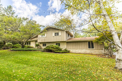 Waukesha County Single Family Home For Sale: 19110 Timberline Dr