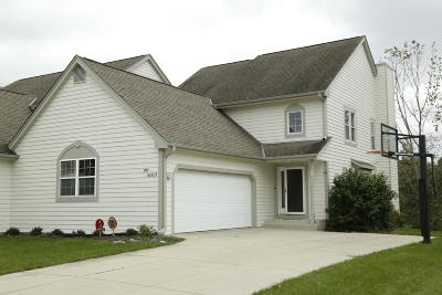 Menomonee Falls Condo/Townhouse Active Contingent With Offer: N48w16103 Lone Oak Ln
