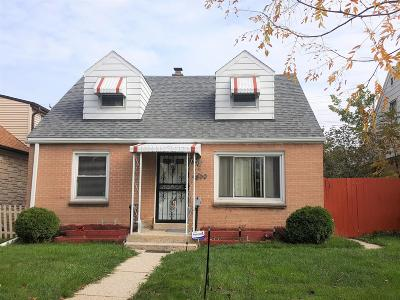 Milwaukee Single Family Home For Sale: 4890 N 65th St