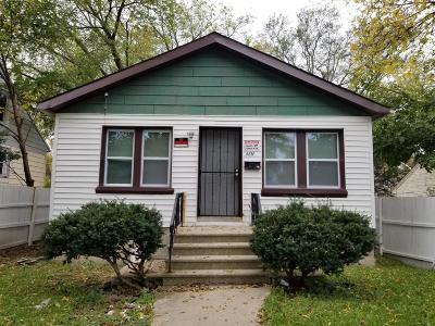 Milwaukee Single Family Home For Sale: 4861 N 46th St