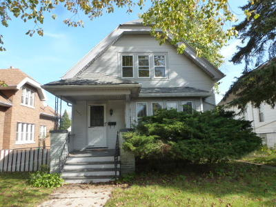 Milwaukee Single Family Home For Sale: 3030 S 9th St