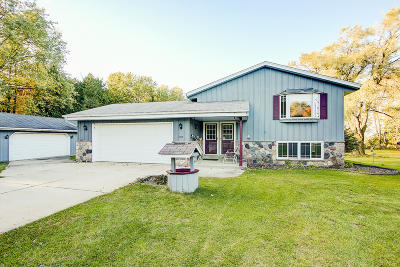 West Bend Single Family Home Active Contingent With Offer: 4185 Janz Dr