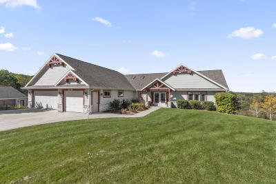 Waukesha Single Family Home For Sale: S62w28218 Ridge Valley Rd