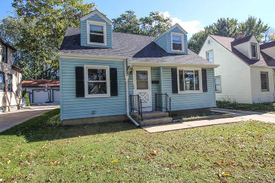 Milwaukee Single Family Home For Sale: 2834 S 71st St