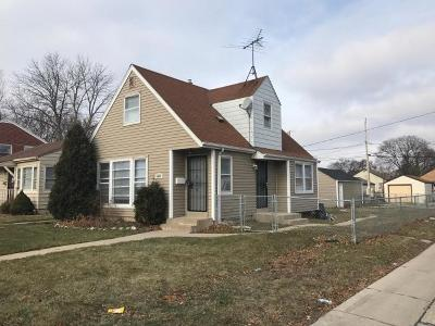 Milwaukee Single Family Home For Sale: 4218 W Glendale
