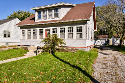 Oconomowoc Single Family Home For Sale: 338 W 5th St