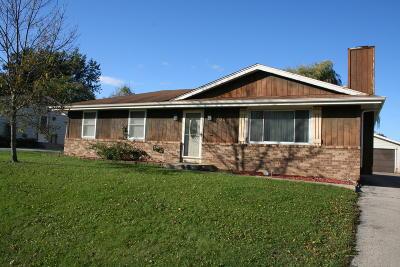 Racine Single Family Home For Sale: 2942 Stonebridge Dr