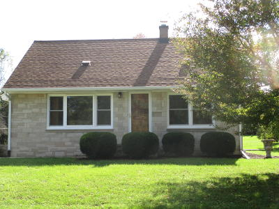 New Berlin WI Single Family Home For Sale: $209,900