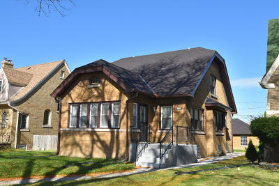 Milwaukee WI Single Family Home For Sale: $129,900