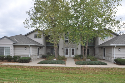Waukesha Condo/Townhouse Active Contingent With Offer: 1035 Guthrie Rd #3