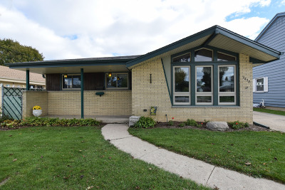 West Allis Single Family Home For Sale: 2430 S 85th St
