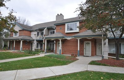 Brookfield Condo/Townhouse Active Contingent With Offer: 18980 Toldt Woods Dr #26