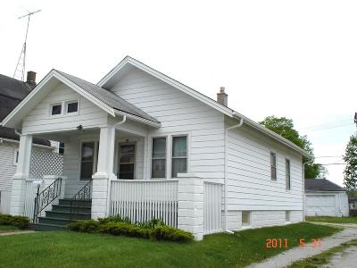 Racine Single Family Home For Sale: 716 Belmont