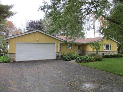 Ozaukee County Single Family Home For Sale: 5032 Country Club Beach Rd