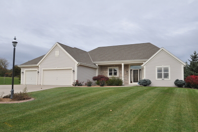 New Berlin WI Single Family Home For Sale: $360,000