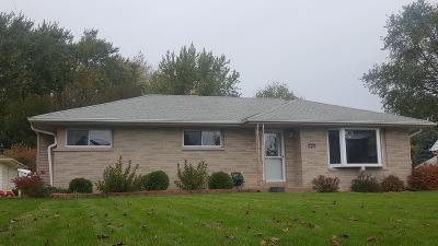 South Milwaukee Single Family Home For Sale: 3806 Brooklawn Cir