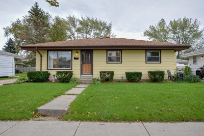 Racine Single Family Home Active Contingent With Offer: 2821 Brentwood Dr